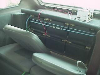 50eaad6a0d8 As baterias foram colocadas no bagageiro e no compartimento do motor sendo  12 na parte traseira e 6 na dianteira